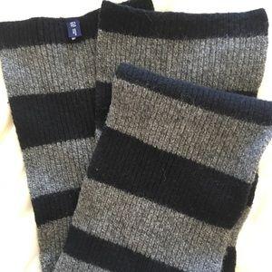 Gap knit scarf black and grey